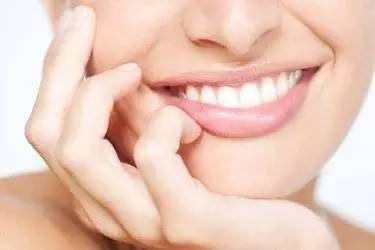 隐形矫正牙齿变整齐