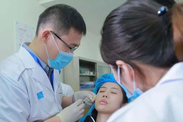 上海玻尿酸隆鼻可以维持多长时间